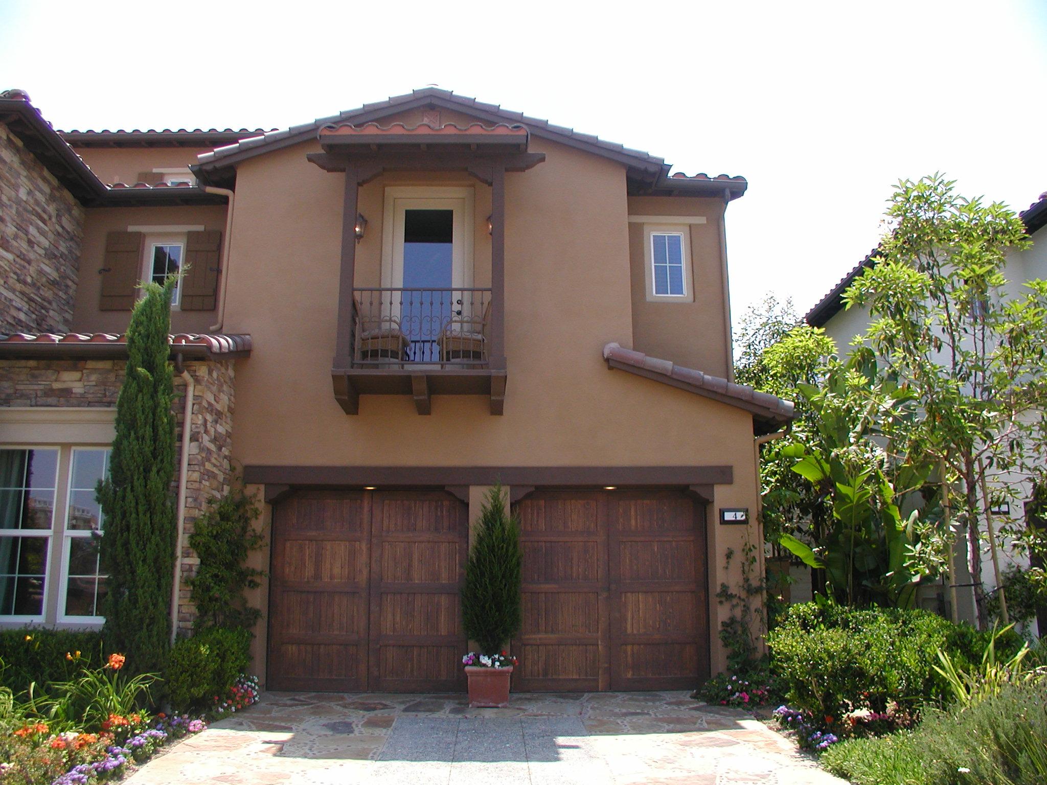 The first revolution in garage door ... & 1st United Door Technologies   Ever Evolving Door Styles   The ...